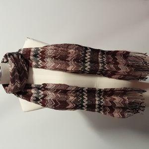Zig zag patterned black maroon white Scarf